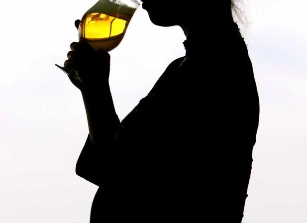 Alcool : pas une goutte pour les bébés !