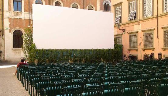 Le grand écran réalise le monde
