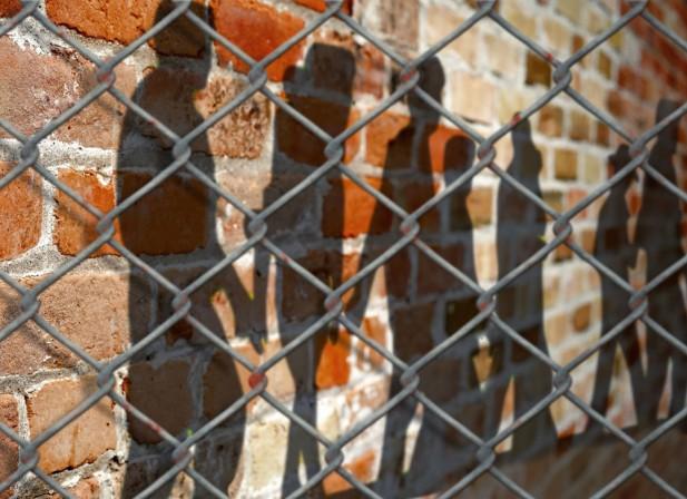 Prison : derrière les murs, un parent