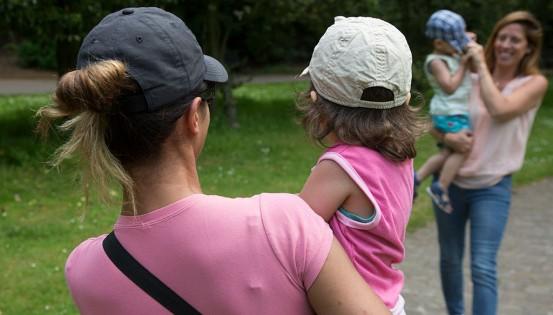 Des mamans en tandem avec leurs co-équipières volontaires du Petit vélo jaune. © Thibault Gregoire