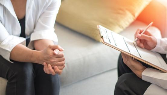Le traitement psychologique se compose de quelques séances d'entretiens individuels © iStock