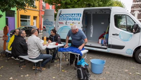 Le lavage itinérant de vêtements, à Charleroi. Une question de dignité, d'assurance et d'image de soi pour les SDF
