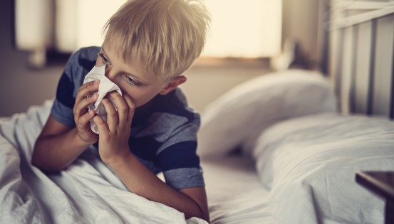 Les antibiotiques n'ont pas d'effet sur les virus et sont donc totalement inutiles en cas de grippe, de rhume, de bronchiolite et dans la majorité des formes de pharyngites et d'otites.  (c)Istock