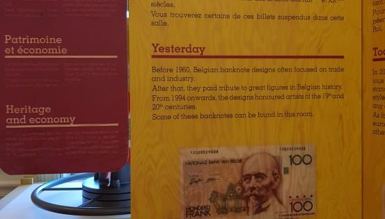 Panneau avec une représentation des anciens billets belges
