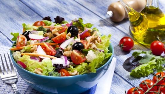 Le régime méditerranéen n'exclut aucune catégorie d'aliments et utilise des graisses de qualité. (c)Istock